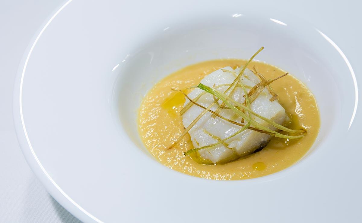 Plato A Mantel en Restaurante Las Meigas en Huelva